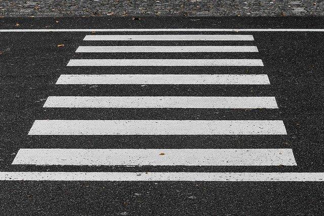 В Симферополе автомобиль сбил женщину на пешеходном переходе