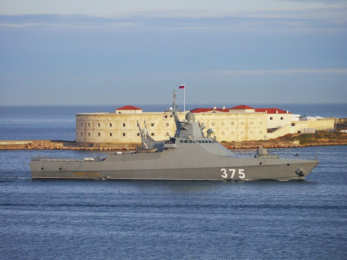 Экипаж патрульного корабля ЧФ провел комплекс учений в Черном море