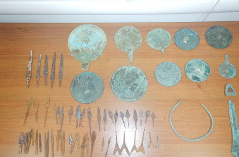 Ожерелья, браслеты и другое: украинец пытался вывезти из Крыма крупную партию ценностей