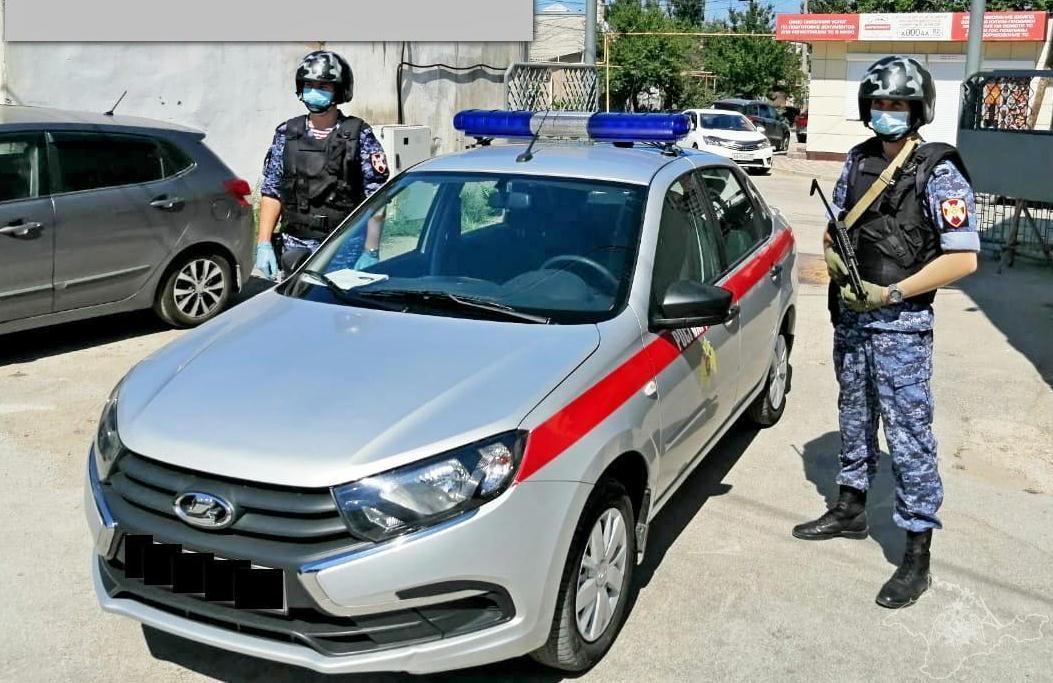 В Крыму пьяный мужчина открыл огонь по людям со своего балкона