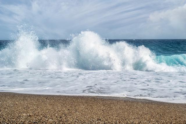 В Крыму после строительства канализации оценят качество пляжей