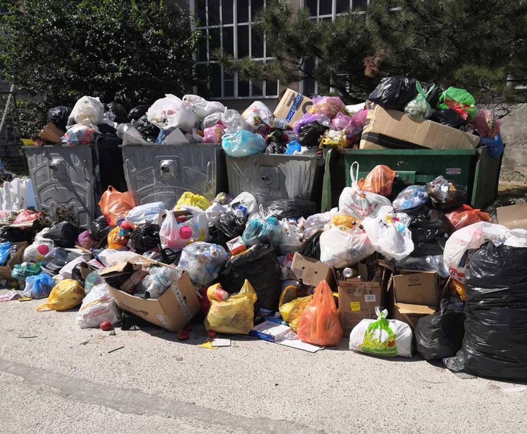 Премьер Крыма помог избавить Феодосию от мусорных завалов