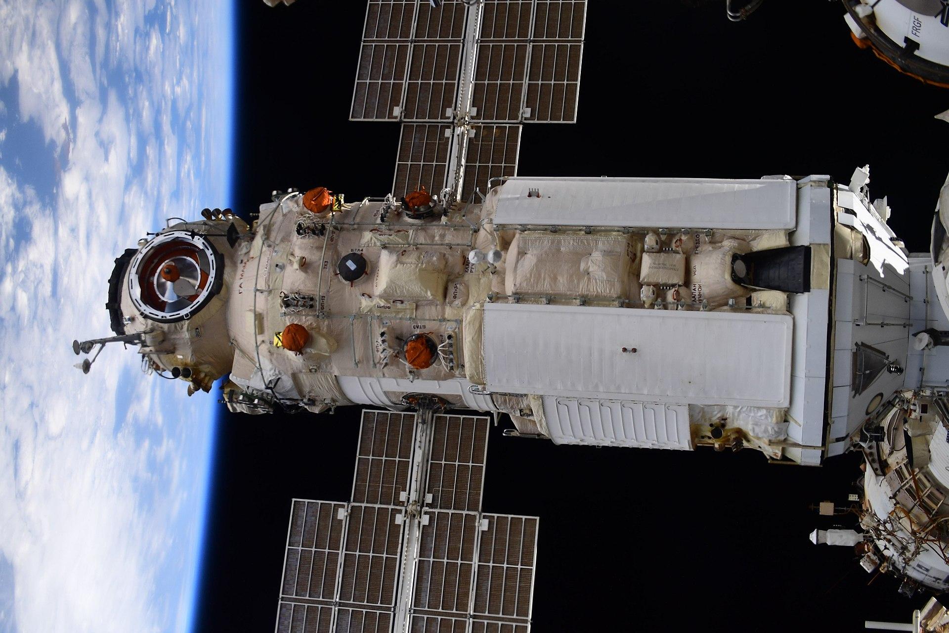 В российском модуле «Наука» на МКС дверные петли скрипят, как в вампирском замке