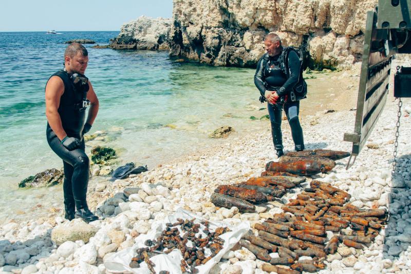 Севастопольские спасатели подняли в бухте Гильзовая ещё 247 боеприпасов времён войны