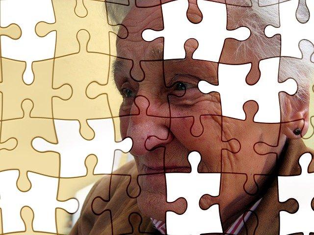 Ученые выяснили, как можно распознать болезнь Альцгеймера по глазам