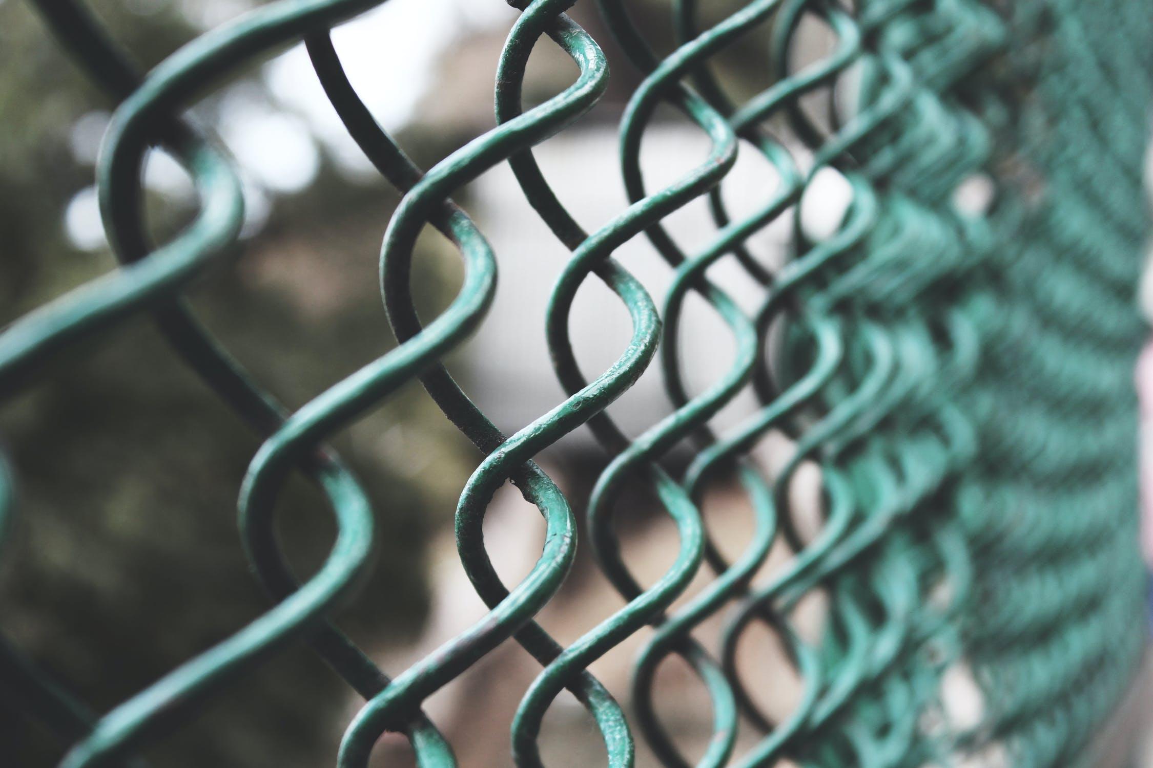 В Евпатории воры украли школьный забор и сдали на металлолом