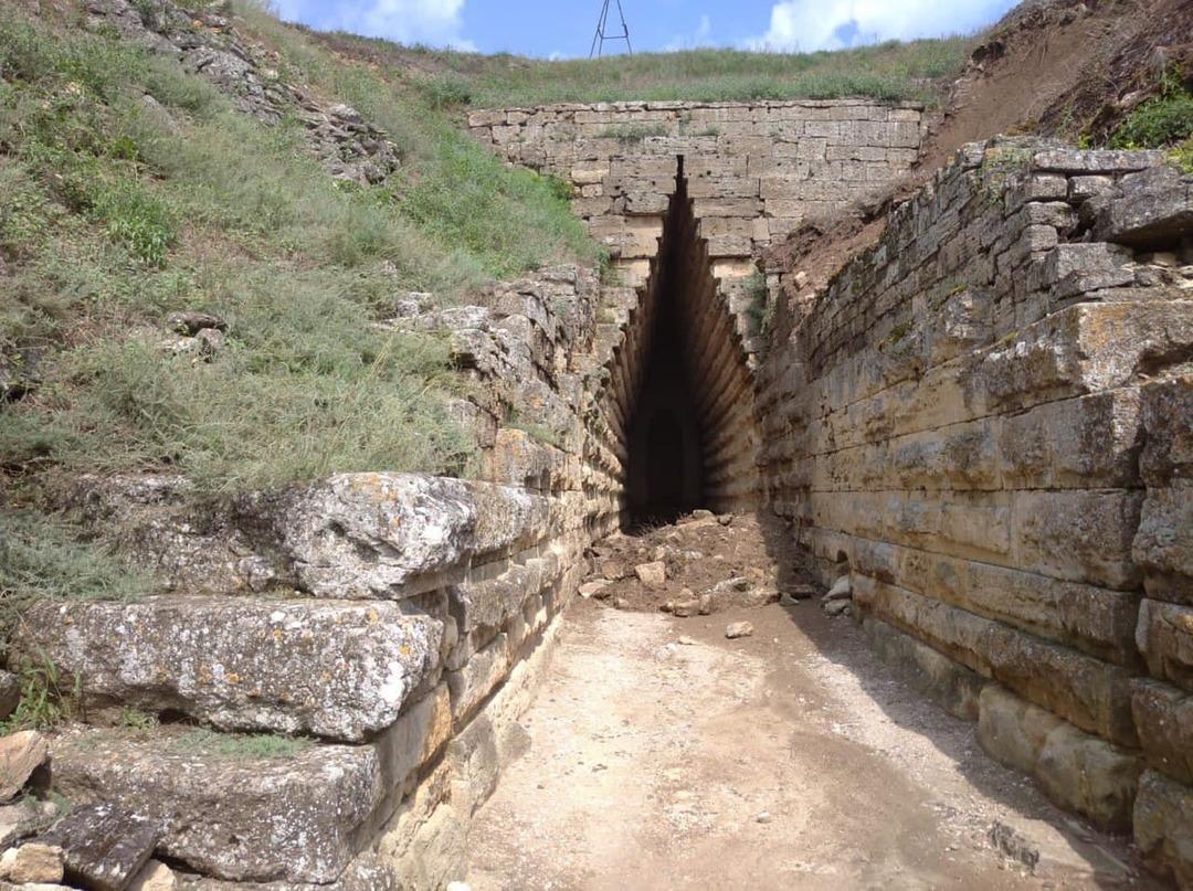 Режим ЧС ввели на объектах культурного наследия в Керчи из-за оползней