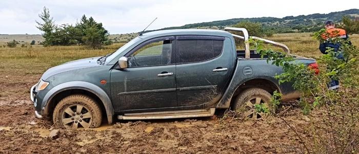 В Крыму автомобиль с детьми застрял на плато Долгоруковской яйлы