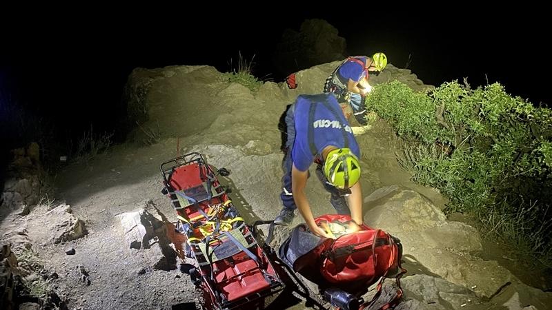 В Крыму девушка упала в 15-метровую расщелину