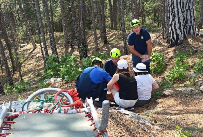 Спасатели пришли на помощь заблудившимся на Ай-Петри туристкам