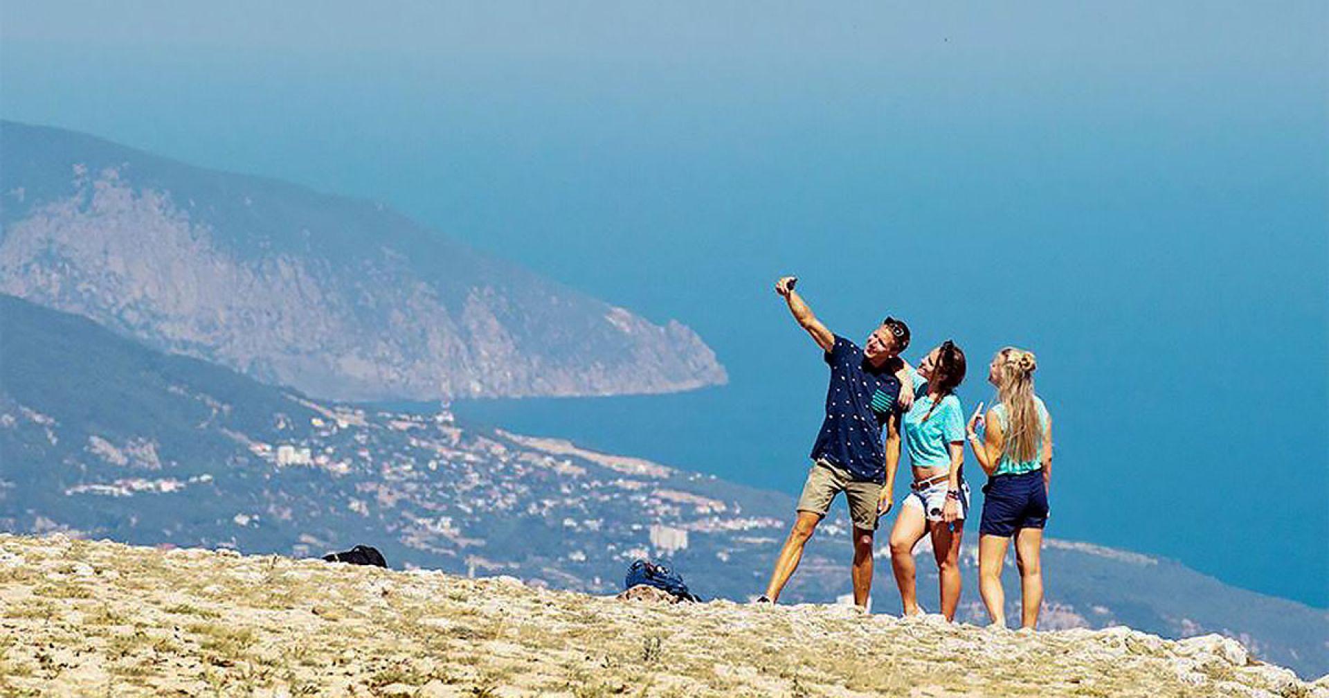 В Крыму отдохнули больше 5 миллионов туристов — Аксенов