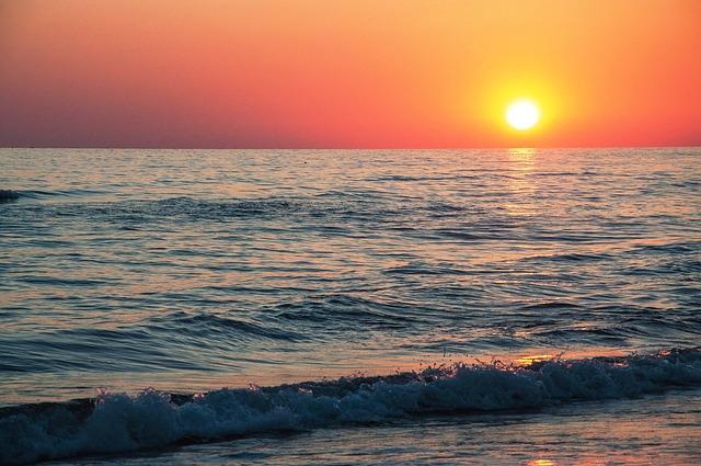 Температура воды в Черном море у берегов Крыма на 27 августа