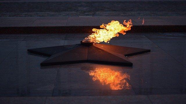 В Севастополе подростки прикурили от Вечного огня, Следком проводит проверку