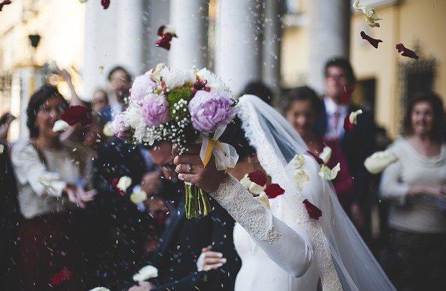 В России количество браков в 2021 году выросло на 40%