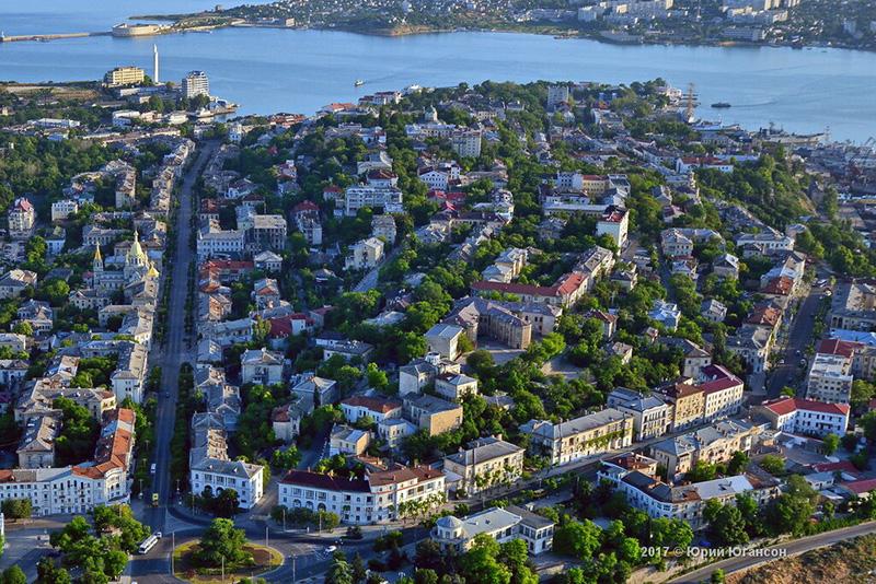 Путин поручил Развожаеву спланировать реконструкцию зданий в центре Севастополя
