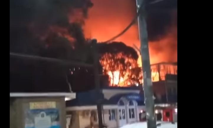 В Алупке ночью полностью сгорело кафе (фото)