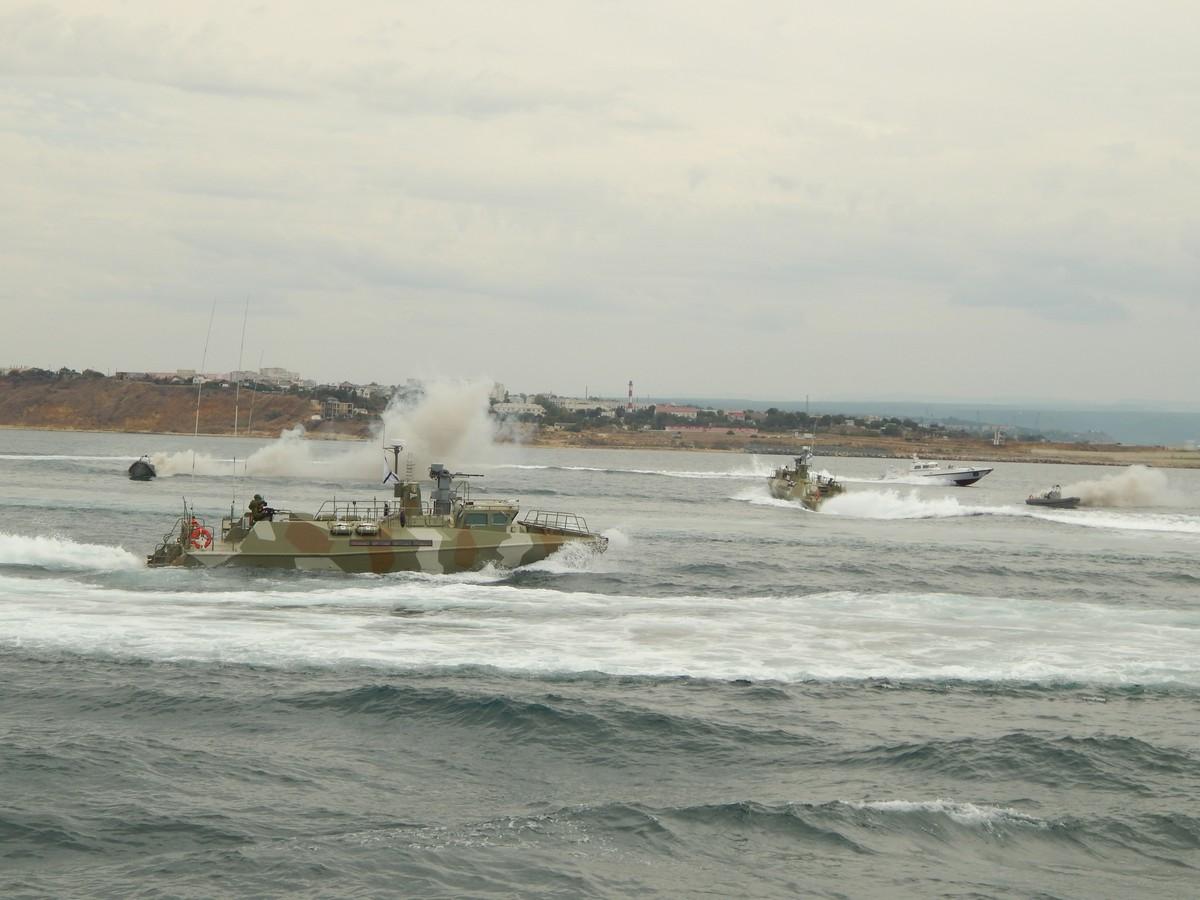 Экипажи противодиверсионных катеров Черноморского флота провели стрельбы в Черном море
