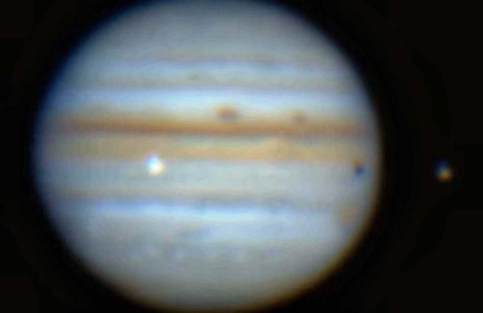 С Юпитером столкнулся довольно крупный неизвестный объект (видео)