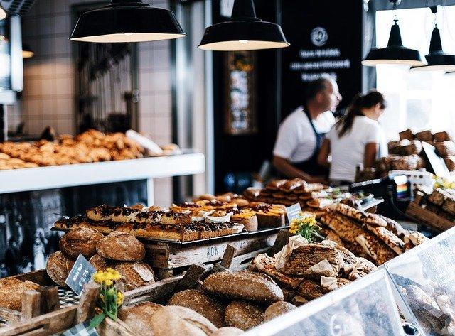 В России в конце лета подорожали свинина, печенье и хлеб