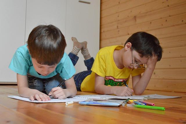 Почти четверть россиян отказались вести детей школу в новом учебном году