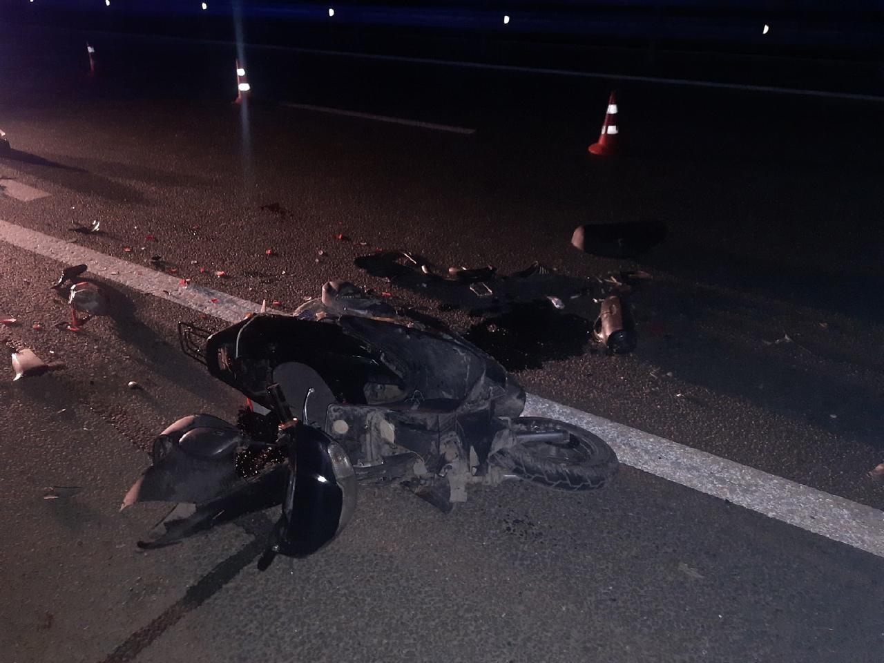 На «Тавриде» водитель мопеда погиб, врезавшись в микроавтобус