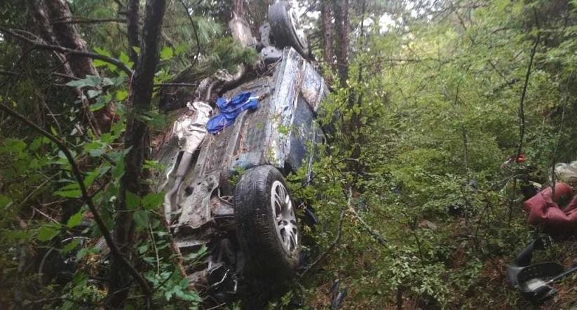 В автомобиле был подросток и беременная: подробности ДТП с сорвавшимся с обрыва автомобилем в Крыму (фото)