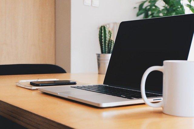 В Севастополе мужчина похитил из учебного заведения ноутбук