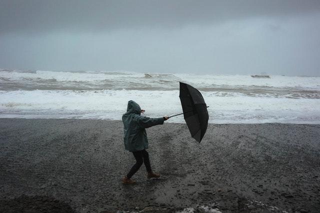 В Севастополе семья попала в шторм на диком пляже