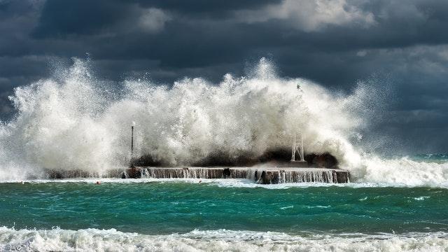 В МЧС предупредили крымчан о значительном усилении ветра
