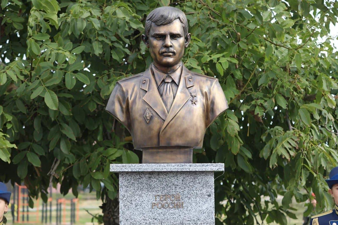 В Крыму открыли памятник Герою России, погибшему в Чечне