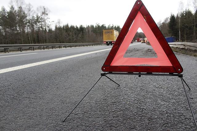 В Крыму пьяный водитель пытался поставить на колеса свой опрокинутый джип (видео)