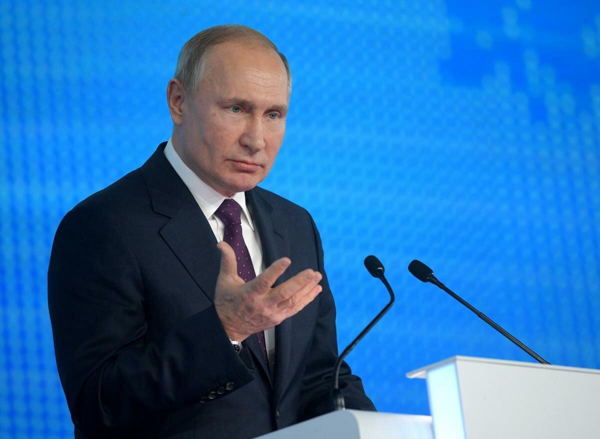 Путин уходит на самоизоляцию из-за ковида в его окружении