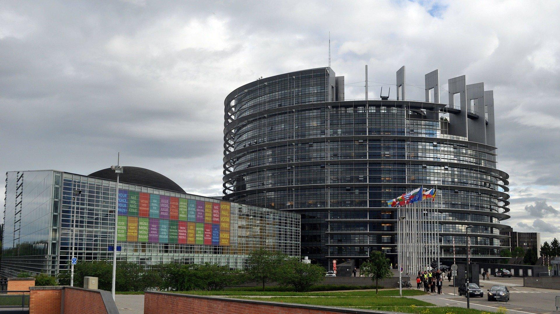 Европарламент утвердил доклад о пересмотре политики в отношении властей РФ