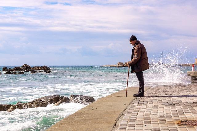 Ушел из дома: в Крыму пропал 80-летний мужчина