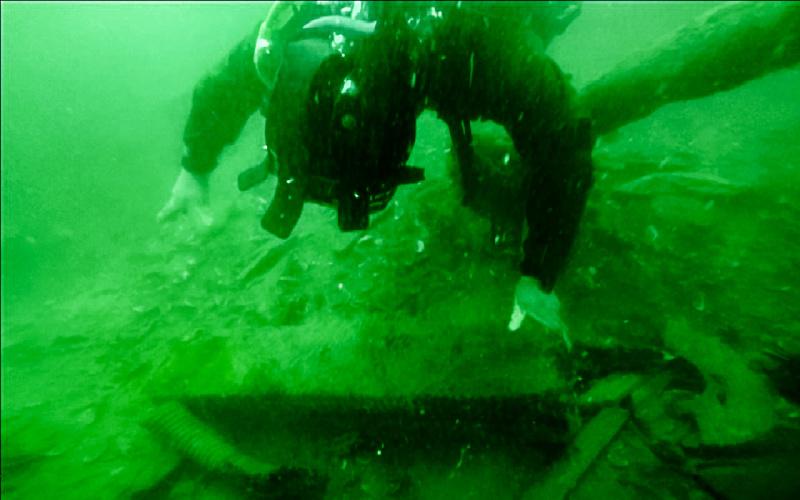 На большой глубине: крымские спасатели продолжают разминирование теплохода «Жан Жорес»