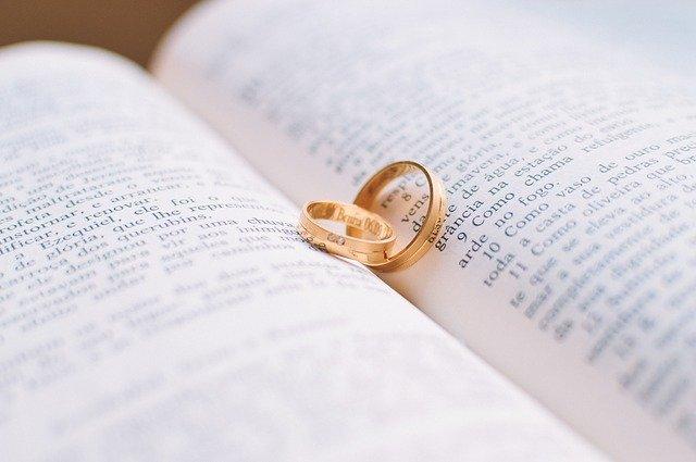 Россиянам разрешили регистрировать браки на дому и в больницах