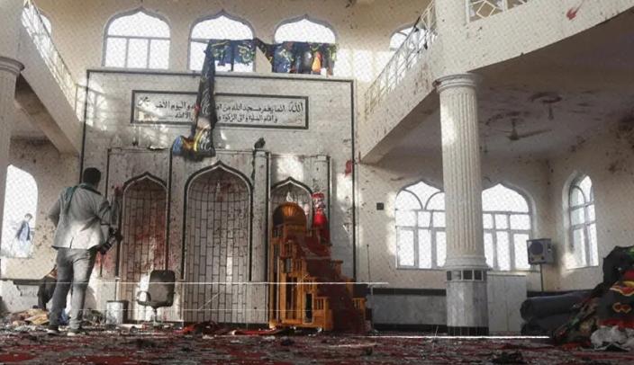 В Афганистане прогремел мощный взрыв в мечети, погибли около 100 человек