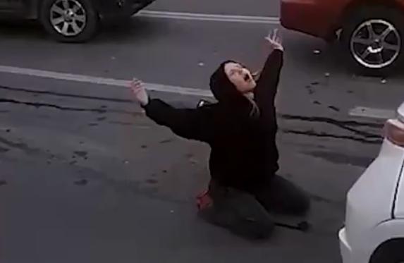 В Севастополе девушка в наркотическом угаре устроила массовое ДТП и «шаманское шоу» на трассе (видео)