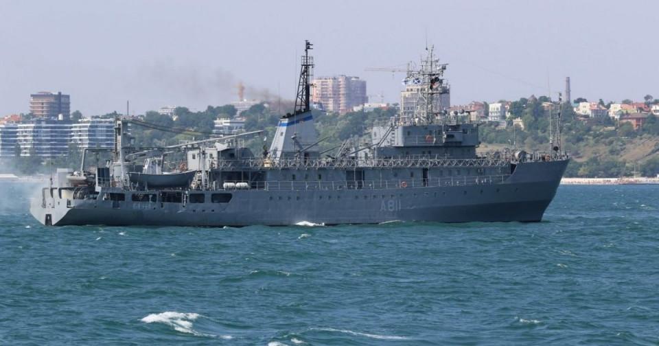 Судно размагничивания украинского флота получило повреждения во время шторма вблизи острова Змеиный