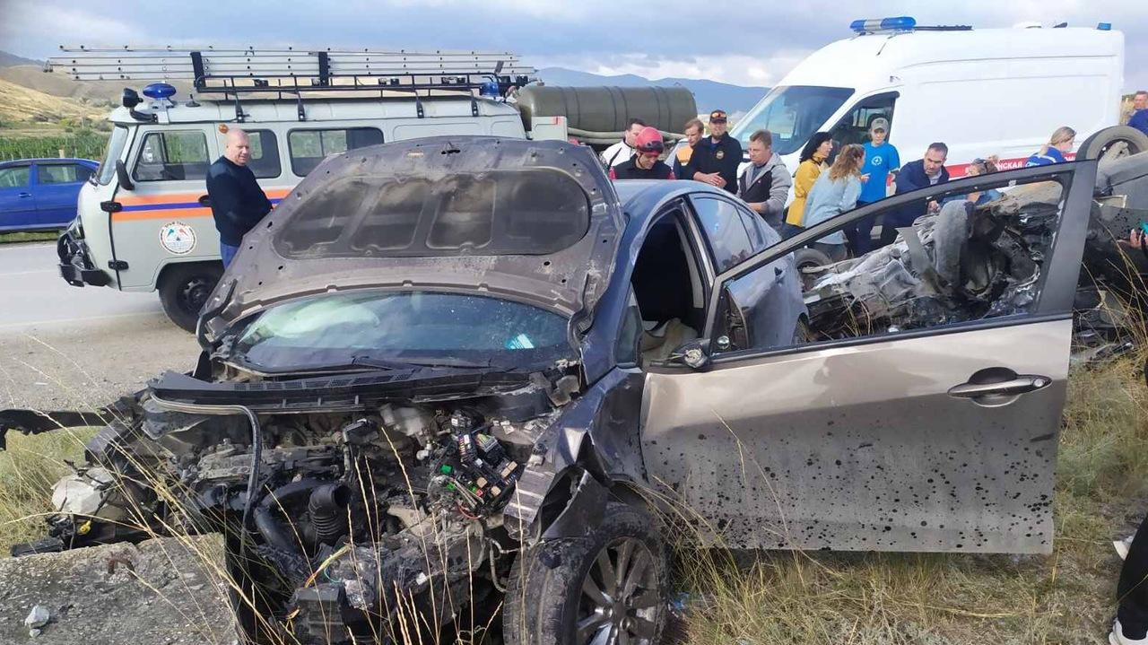 В Коктебеле столкнулись две иномарки, есть пострадавшие (фото)