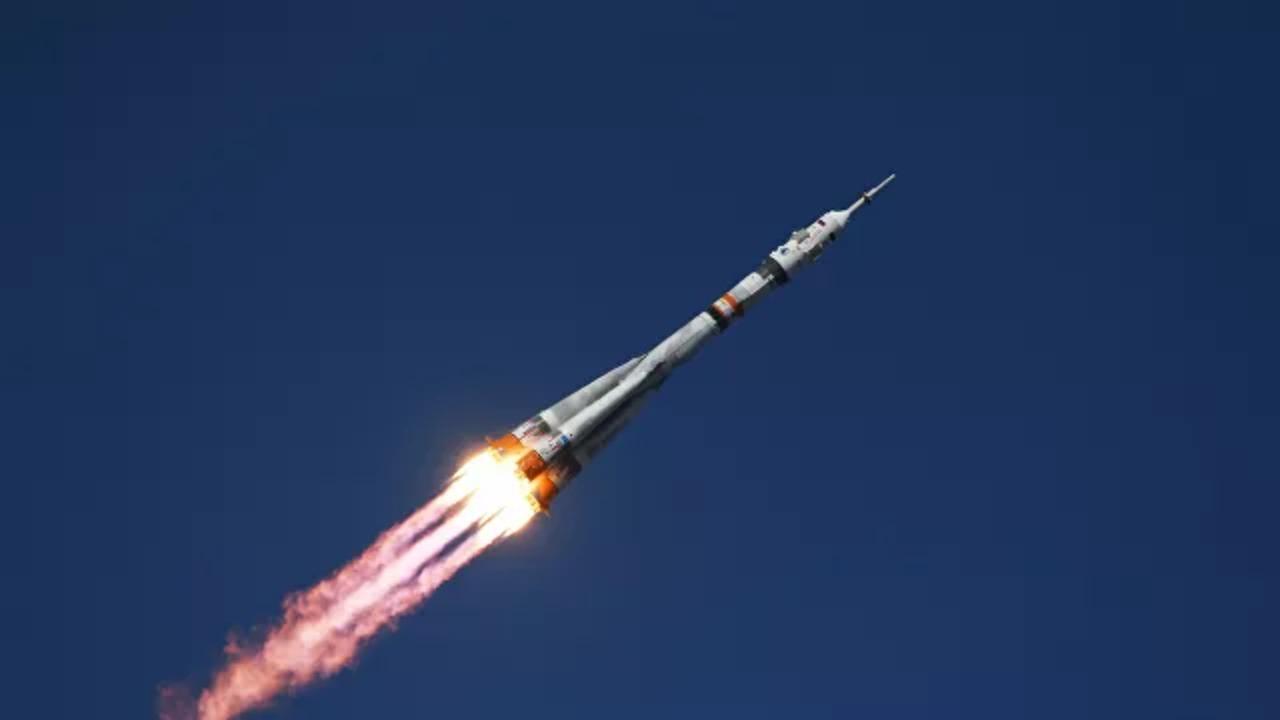 Россия отправила в космос первый в мире киноэкипаж