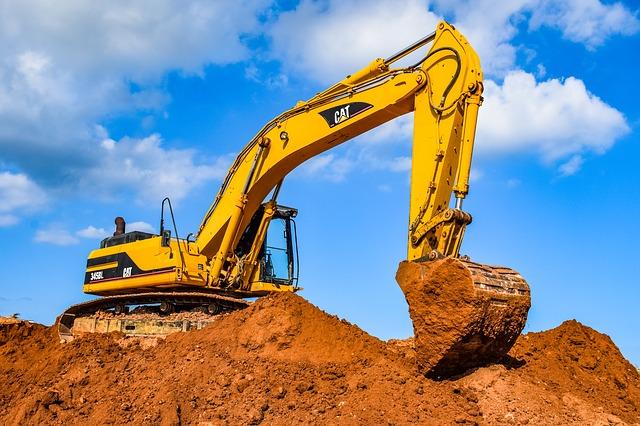 При строительстве тоннеля в районе Ялтинского кольца в Севастополе экскаватор задел авиабомбу (фото)