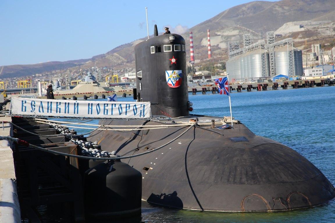Экипаж подводной лодки ЧФ выполнил электронные пуски ракет по отряду кораблей «противника»
