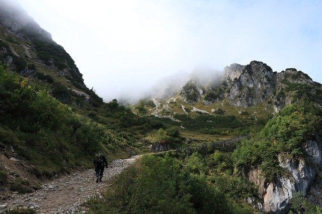 Спасатели пришли на помощь туристу в горах под Бахчисараем