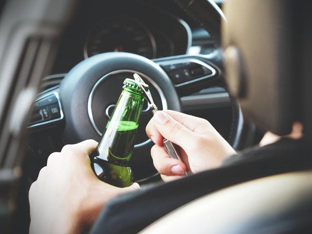 В Крыму пассажир автомобиля погиб по вине пьяного водителя, врезавшегося в дерево