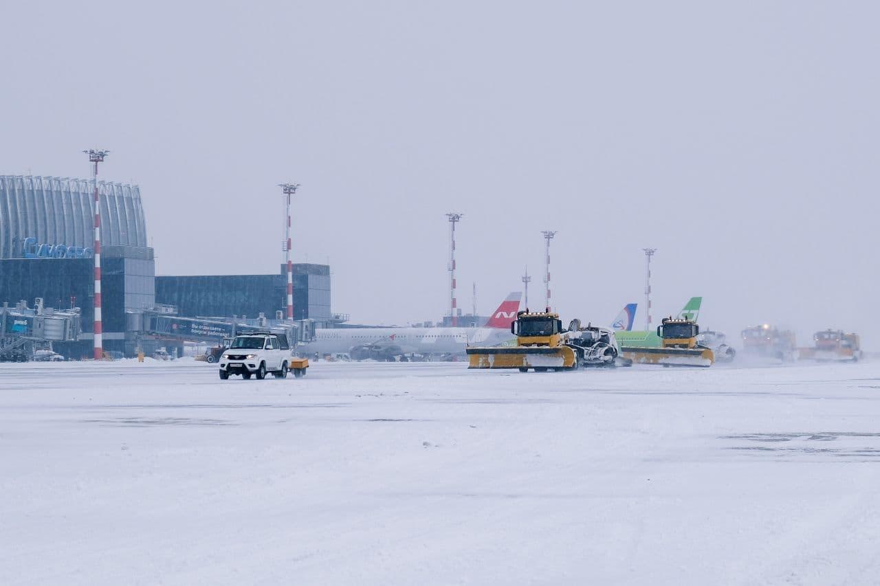 В аэропорту Симферополя подготовились к снежной зиме