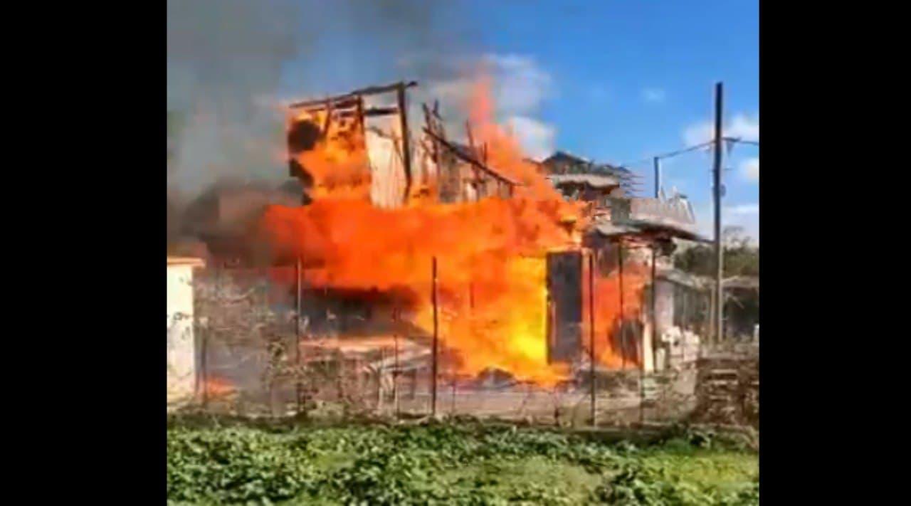 В крымском Щелкино бушевал пожар в дачном кооперативе (видео)