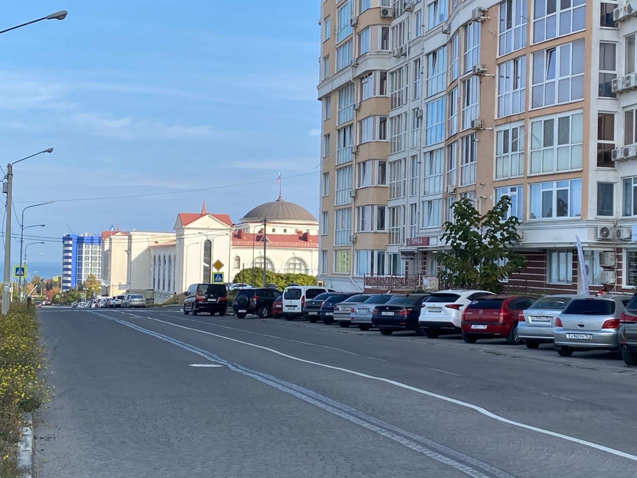 Жители улиц Фадеева и Парковая в Севастополе жалуются на разбитую дорогу