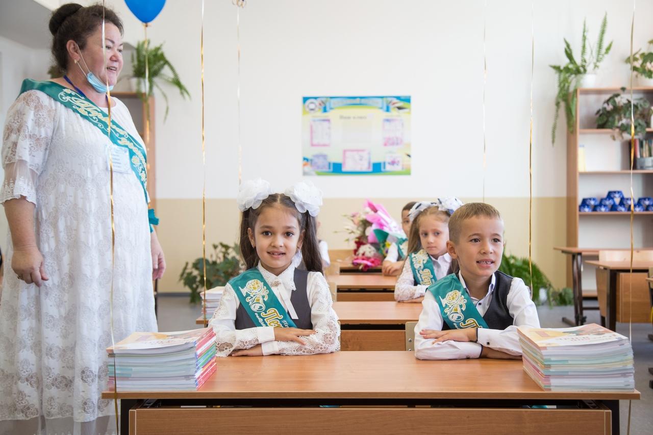 Аксенов поздравил учителей Крыма с профессиональным праздником и напомнил о льготах