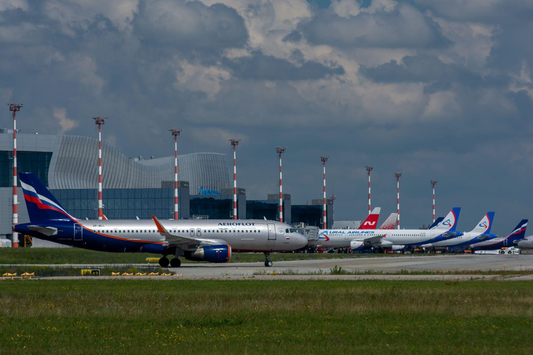 Прямые авиарейсы в Крым из ряда городов РФ впервые продлили на зиму